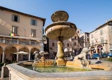Fontana in Piazza del Comune assisi Immagine Stock