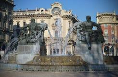 Fontana in piazza Solferino, Torino, Italia immagini stock