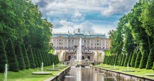Fontana Samson e Petrodvorets reale Petergof, San Pietroburgo, lasso di tempo della Russia, video ciclo video d archivio