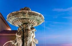 Fontana santa sulla notte Immagine Stock