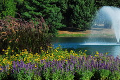 Fontana storica del boschetto della sorgente fotografia stock