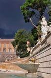 Fontana su Piazza del Popolo Immagini Stock