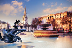 Fontana su Trafalgar Square, immagine tonificata Fotografie Stock Libere da Diritti
