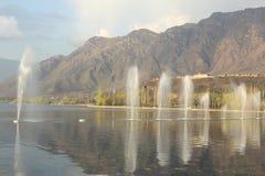 Fontana sul lago dal. Immagini Stock
