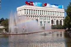 Fontana sul quadrato della Repubblica a Almaty, il Kazakistan Fotografie Stock