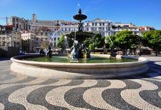 Fontana sul quadrato di Dom Pedro IV, Lisbona, Portogallo Fotografia Stock Libera da Diritti