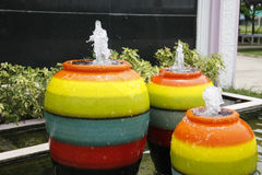Fontana variopinta del barattolo Fotografie Stock