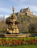 Fontana vicino al castello di Edinburgh Immagine Stock Libera da Diritti