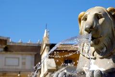 Fontane con i leoni alla piazza Popolo, Roma Fotografia Stock Libera da Diritti