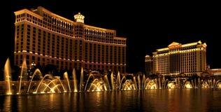 Fontane di Dancing nella notte di Vegas Immagine Stock