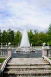 Fontane nella sosta di Petergof. Piramide delle fontane Fotografie Stock