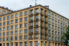 Fontanka河堤防房子123的看法 免版税库存图片