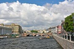Fontanka flod och äldst och Anichkov bro Fotografering för Bildbyråer