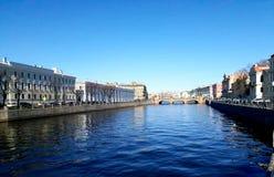 Fontankarivier in zonneschijn heilige-Petersburg stock afbeelding