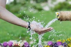 fontann wody w naturze; czysty, unmedicated i naturalny, obrazy stock