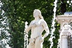 Fontanna Adam w niskim parku Peterhof Peterhof, Petersburg, Rosja Fotografia Stock