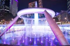 Fontanna bogactwo jest dużym i wysokim fontanną przy Suntec wierza w Singapur obrazy royalty free