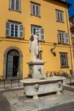 Fontanna Della Pupporona na kwadratowym San Salvatore w Lucca Włochy obraz royalty free