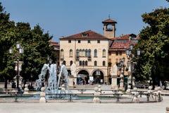 Fontanna i dziejowy budynek Padua miasto Włochy obraz stock