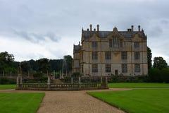 Fontanna i Montacute dom, Somerset, Anglia obraz royalty free