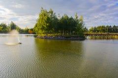 Fontanna na jeziorze Fotografia Royalty Free