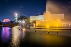Fontanna na zewnątrz Kulturalnego centrum Filipiny przy nocą Obraz Royalty Free