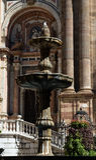 Fontanna przed katedrą Malaga w południowym Hiszpania Zdjęcia Stock
