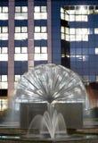 Fontanna przy nocą Obrazy Royalty Free