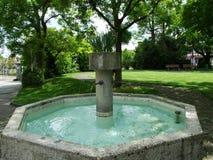 Fontanna przy parkiem blisko Augustiańskiego monasteru Crucelin lub Kreuzlingen opactwa zdjęcie stock
