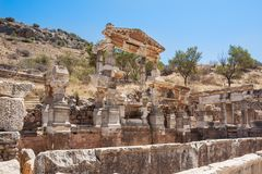 Fontanna Trajan w antycznym Ephesus Selcuk w Izmir prowinci, fotografia stock
