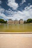 fontanna uprawia ogródek Luxembourg pałac Fotografia Stock