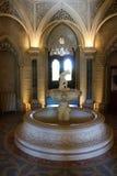 Fontanna w gothic odrodzeniowych wnętrzach w Monserrate pałac, Sintra, Portugalia Zdjęcia Stock