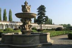 Fontanna w Kwiecistym ogródzie w Kromeriz fotografia stock