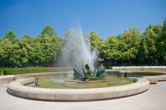 Fontanna w Medycznym ogródzie w Bratislava, Slov (Medicka zahrada) Zdjęcie Stock