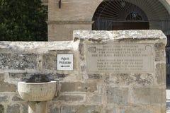 Fontanna w Nuestra señora De Los angeles asuncià ³ n kościół, Villatuerta, Navarre Hiszpania obraz royalty free