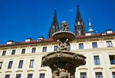 Fontanna w podwórzu Praga kasztel, republika czech obrazy royalty free