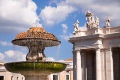 Fontanna w St Peters Kwadracie przy Vaticano - Rzym Obrazy Royalty Free