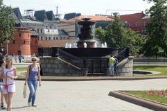 Fontanna w w centrum Moskwa drzewo pola Obrazy Stock
