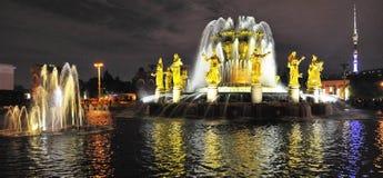 Fontanna wieczór wakacje powystawowy światło Moscow Obrazy Royalty Free