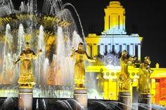 Fontanna wieczór wakacje powystawowy światło Moscow Obrazy Stock