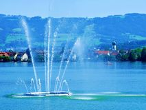 fontanna, woda, tęcza, niebo, jezioro, Geneva, miasto, morze, błękit, rzeka, park, łódź, kiść, strumień, siklawa, lato, noc, podr obraz stock