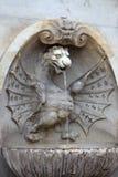 Fontanna z smok statuą lokalizować w Rzym Fotografia Royalty Free