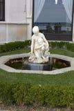 Fontanna z statuami kobieta w kasztelu Miramare w Trieste fotografia stock