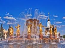 Fontanny fontanny przyjaźń narody z tęczą Zdjęcia Stock