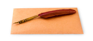 Fontanny koperta dla pisać na białym tle i pióro Zdjęcia Royalty Free