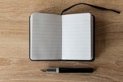 Fontanny pióro na notatniku zdjęcia royalty free