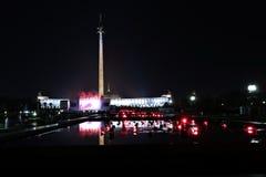 Fontanny przy Poklonnaya wzgórzem w Moskwa przy nocą Obrazy Royalty Free