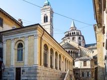 Fontanone Visconteo und Basilika in Bergamo-Stadt lizenzfreie stockfotografie