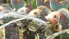 Fonte antiga na forma de um peixe Movimento lento filme