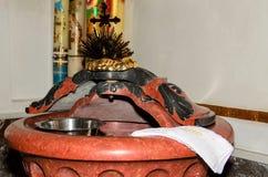 Fonte battesimale nella chiesa Immagini Stock